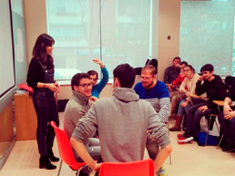 Delia Rodríguez imparte una masterclass sobre gestión de conflictos a los alumnos de la Fundación A LA PAR